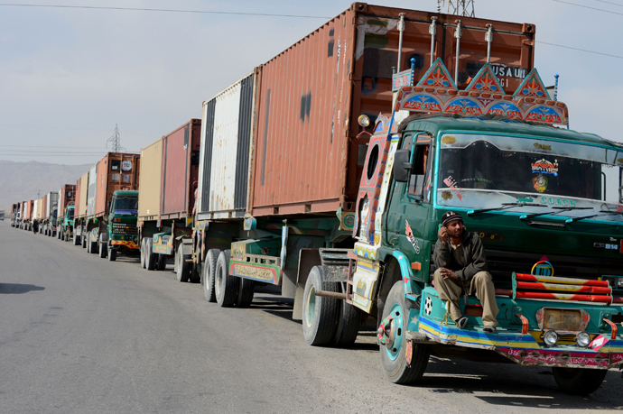 A NATO supply truck driver waits for a security check at the NLC check point in Quetta (AFP Photo / Banaras Khan)