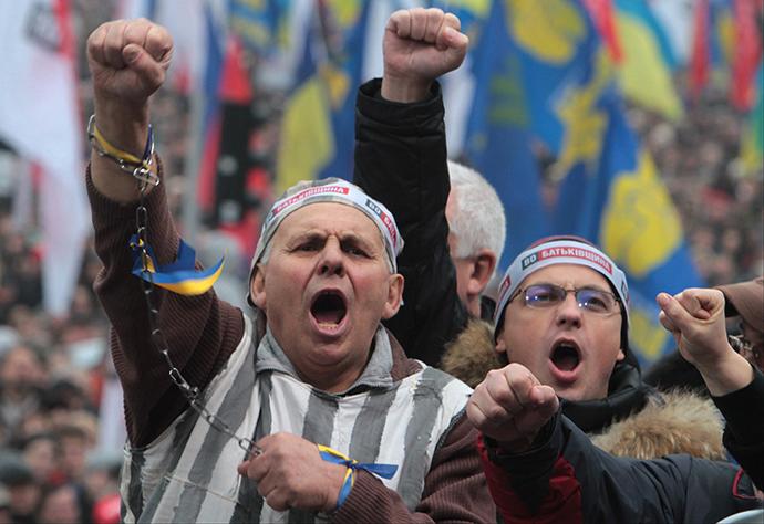 Protestors shout slogans as they attend a rally to support EU integration in central Kiev November 24, 2013. (RIA Novosti / Grigory Vasilenko)