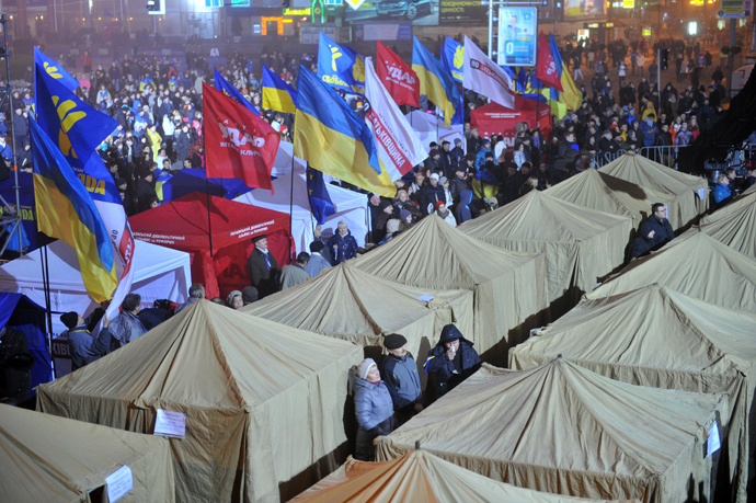 Protesters set up a tent camp on November 24, 2013 on the Square of Europe after a protest in Kiev. (AFP Photo / Genya Savilov)