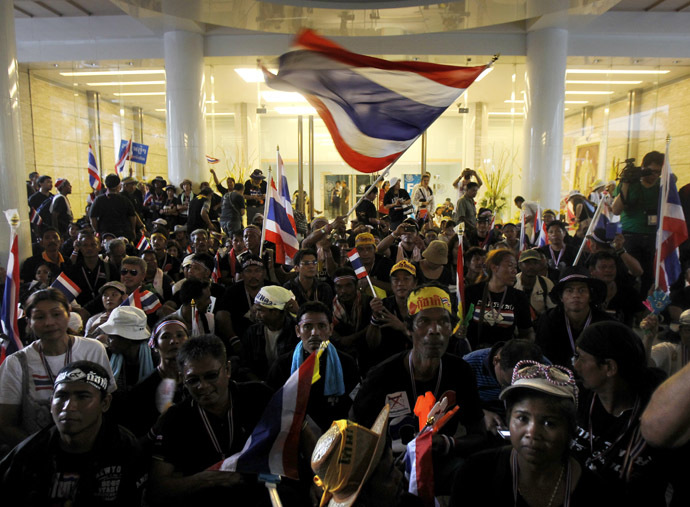 Anti-government protesters gather inside Thailand's Finance Ministry during a rally in central Bangkok November 25, 2013. (Reuters/Chaiwat Subprasom)