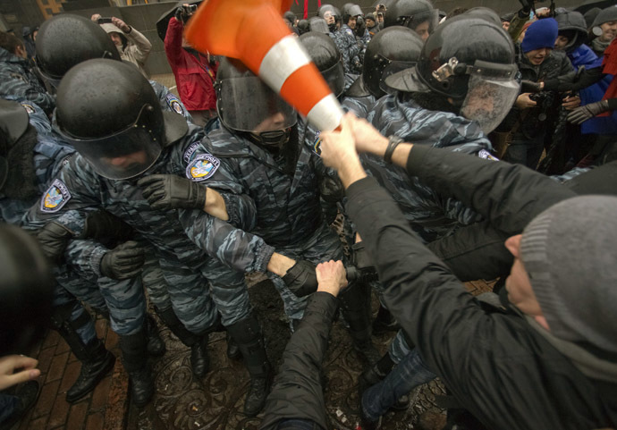 A protester clashes with riot police during a rally supporting EU integration in front of the Ukrainian cabinet of ministers building in Kiev November 25, 2013. (Reuters/Dmytro Larin)