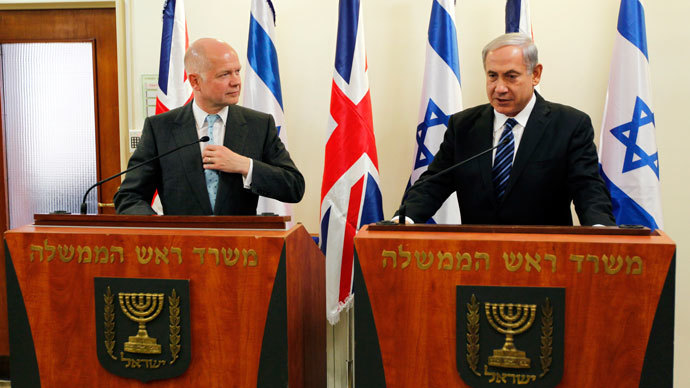 Britain's Foreign Secretary William Hague (L) stands next to Israeli Prime Minister Benjamin Netanyahu. (Reuters / Ronen Zvulun)