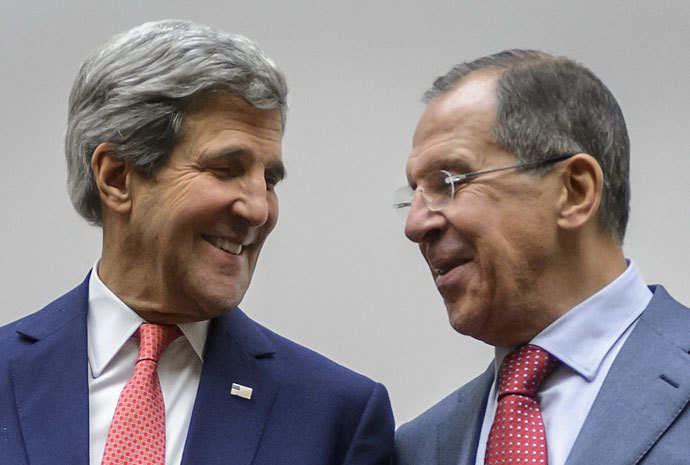 US Secretary of State John Kerry (L) shares a light moment with Russian Foreign Minister Sergei Lavrov during a statement early on November 24, 2013 in Geneva.(AFP Photo / Fabrice Coffrini)