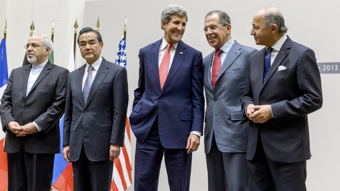 (From L) Iranian Foreign Minister Mohammad Javad Zarif, Chinese Foreign Minister Wang Yi, US Secretary of State John Kerry, Russian Foreign Minister Sergei Lavrov and French Foreign Minister Laurent Fabius react during a statement on early November 24, 2013 in Geneva (AFP Photo)