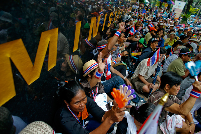 Anti-government protesters gather outside Thailand's Labour Ministry in Bangkok November 27, 2013 (Reuters / Athit Perawongmetha)