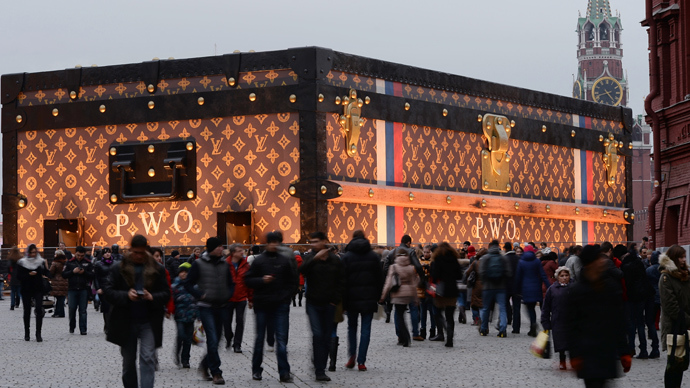 Case closed: Giant trunk ousted from Red Square following public outrage