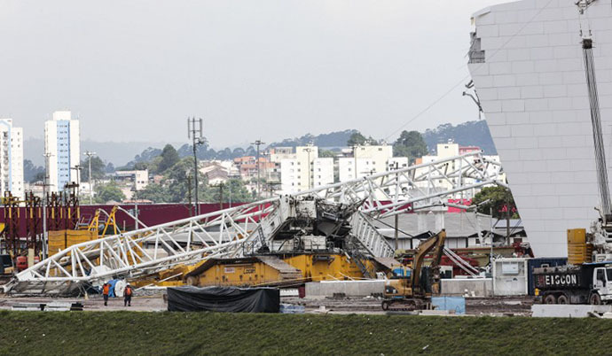 View of damages at the Arena de Sao Paulo --Itaquerao do Corinthians-- stadium, still under construction, after a crane fell across part of the metallic structure, on November 27, 2013 in Sao Paulo. (AFP Photo / Miguel Schincariol)