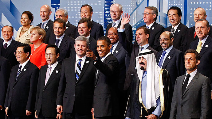 "Leaders from around the world pose for the G20 Summit ""family photograph"" June 27, 2010 in Toronto, Ontario, Canada. (AFP Photo / Chip Somodevilla)"