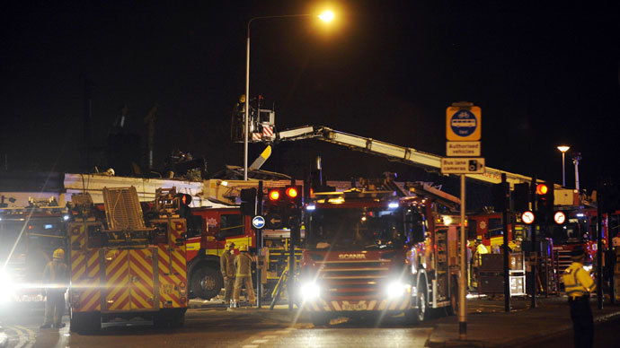 Emergency services gather at the scene of a police helicopter that crashed into the roof of a pub in central Glasgow, Scotland, shortly after midnight on November 30, 2013.(AFP Photo / Andy Buchanan)