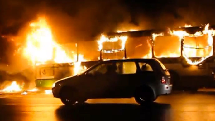 Inferno Siberia: Bus catches fire and drives on (VIDEO)