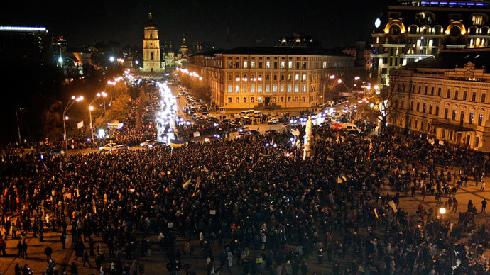 A general view shows the square in front of the Mikhailovsky Zlatoverkhy Cathedral (St. Michael's golden-domed cathedral) during a rally supporting EU integration in Kiev November 30, 2013. .(Reuters / Valentyn Ogirenko)