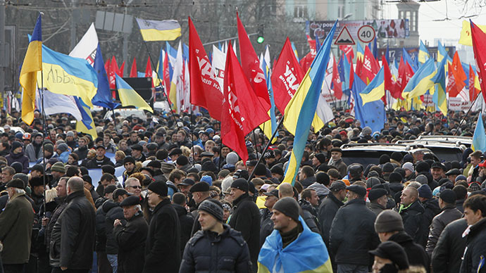People in support of the EU integration hold a rally in Kiev, December 1, 2013. (Reuters / Gleb Garanich)