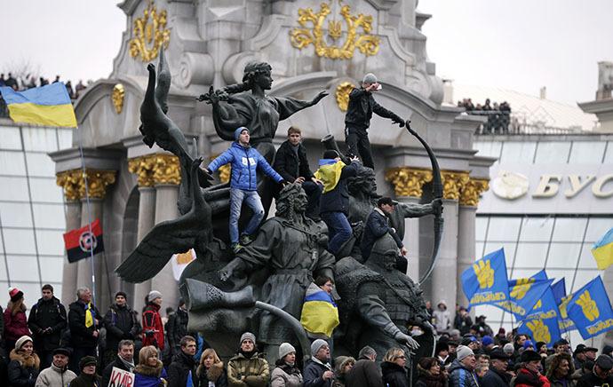 Os defensores da integração da UE realizar um comício na Maidan Nezalezhnosti ou Praça da Independência, no centro de Kiev, 1 de Dezembro de 2013. (Reuters / Stoyan Nenov)