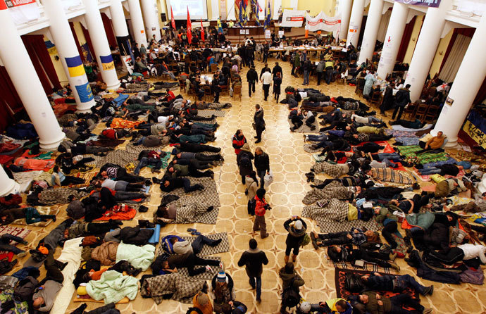 Protesters rest in Kiev's City Hall, now an organisational hub for protesters who have occupied the building, December 5, 2013.(Reuters / Vasily Fedosenko)