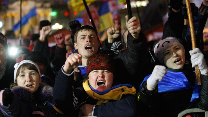 Thousands of protesters keep vigil at barricades in central Kiev
