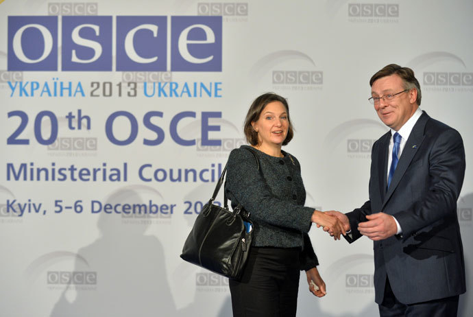 Ukraine's Minister of Foreign Affairs Leonid Kozhara (R) shakes hands with US' Assistant Secretary for European and Eurasian Affairs Victoria Nuland during a ceremony in Kiev on December 5, 2013.(AFP Photo / Sergei Supinsky)