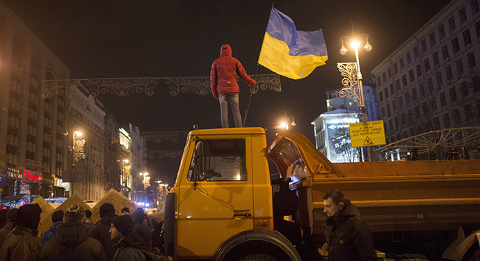 Participants in a rally in support of Ukraine's integration with the EU, spend a night at the barricades on Kiev's Independence Square on December 2, 2013. (RIA Novosti / Iliya Pitalev)