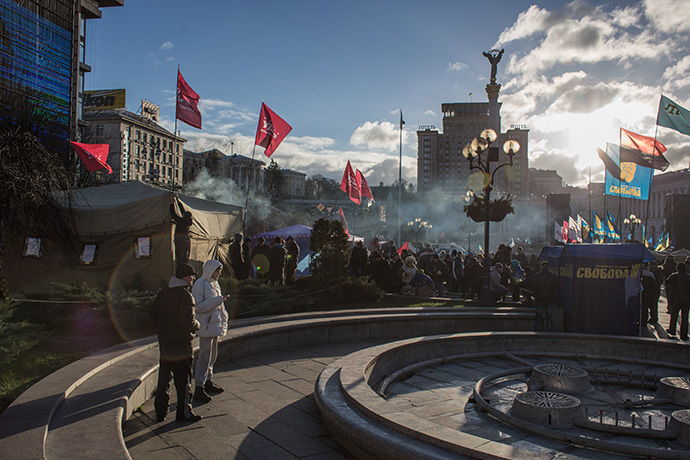 Activists stay in front of tents set up during a protest on Kiev's central square on December 2, 2013. (RIA Novosti / Andrey Stenin)