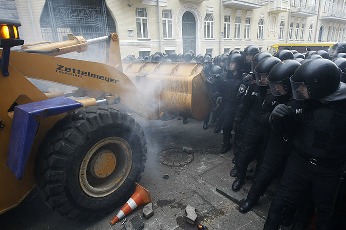 People use a tractor while trying to break through police lines near the presidential administration building during a rally held by supporters of EU integration in Kiev, December 1, 2013. (Reuters / Sergii Polezhaka)
