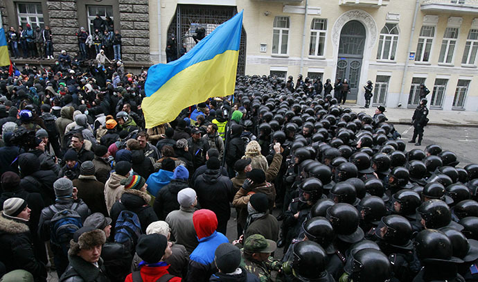 Interior Ministry officers and riot police block the way in front of protesters near the presidential administration building during a rally held by supporters of EU integration in Kiev, December 1, 2013. (Reuters / Gleb Garanich)
