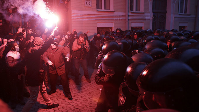 People supporting EU integration hold a rally in Kiev, December 1, 2013. (Reuters / Gleb Garanich)