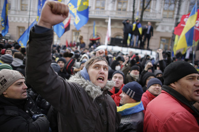 Protestors wave flags and shout slogans outside parliament in Kiev December 3, 2013. (Reuters/Stoyan Nenov)