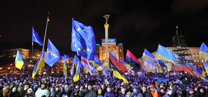 People shout slogans and wave Ukrainian and European Union flags during an opposition rally at Independence Square in Kiev on December 2, 2013. (AFP Photo / Genya Savilov)