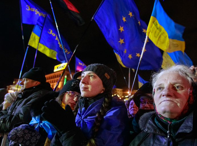 People supporting EU integration attend a rally in Kiev, December 2, 2013. (Reuters / Gleb Garanich)