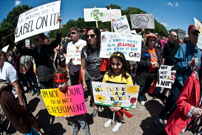 People hold signs during a demonstration against agribusiness giant Monsanto and genetically modified organisms (GMO) in front of the White House in Washington (AFP Photo / Nicholas Kamm)