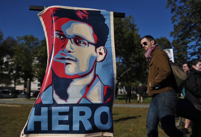 "A portrait of Edward Snowden declaring him a ""hero"" is seen during a protest against government surveillance in Washington, DC (AFP Photo / Mandel Ngan)"