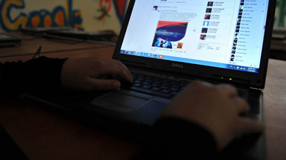 'Embarrassed' to use Facebook: Teens shift to other sites to 'unfriend' with parents
