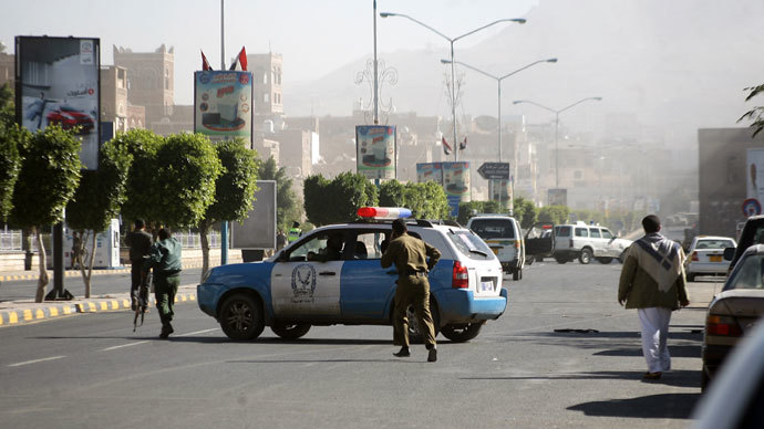Yemeni soldiers patrol a street after a suicide car bombing at the defence ministry in the Yemeni capital Sanaa on December 5, 2013.(AFP Photo / Mohammed Huwais)