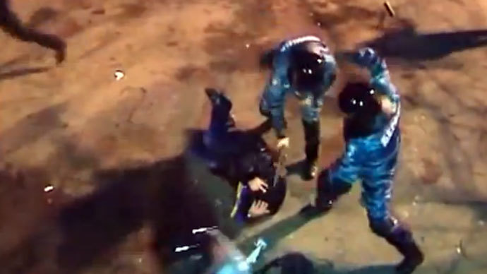 Shocking footage: Ukrainian cops brutally beat prone protester with batons