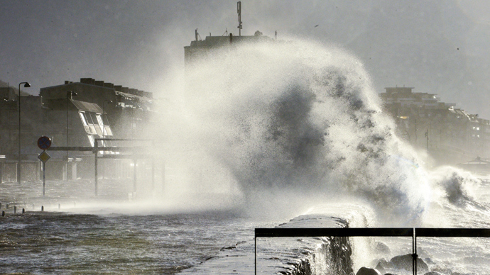 9 dead, thousands affected as storm Xaver sweeps east across Europe (PHOTOS)