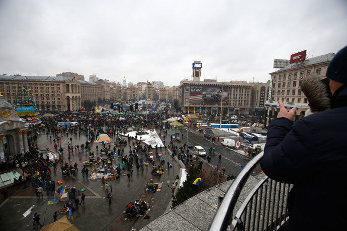 A couple looks on as protesters gather at Independence Square in Kiev December 7, 2013. (Reuters / Stoyan Nenov)