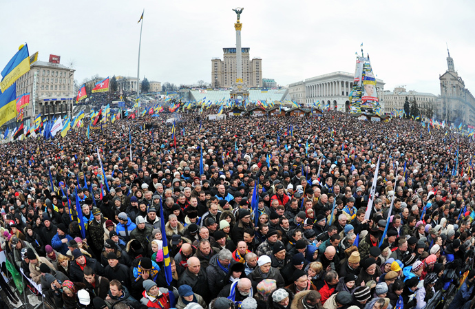 Ukrainian opposition supporters gather at a mass rally on Independence Square in Kiev, on December 15, 2013. (AFP Photo / Genya Savilov)