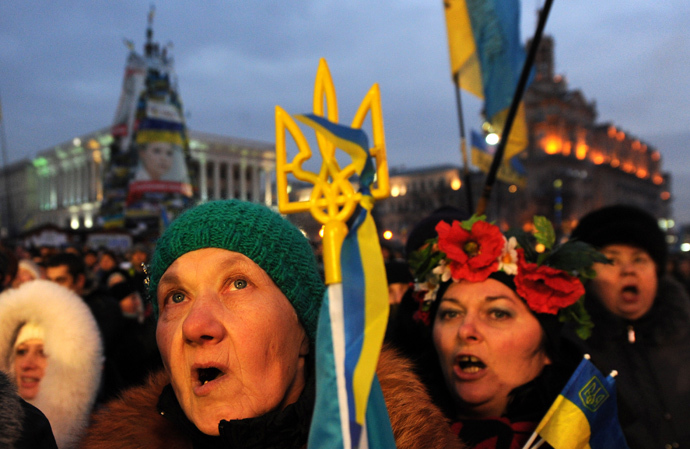 People shout slogans and wave Ukrainian and European Union flags during a mass rally on Independence Square in Kiev, on December 15, 2013. (AFP Photo / Viktor Drachev)