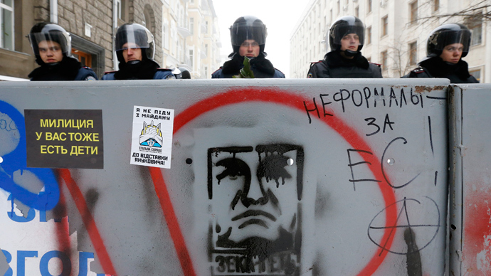 Interior Ministry personnel block a street in central Kiev, December 12, 2013. (Reuters / Alexander Demianchuk)