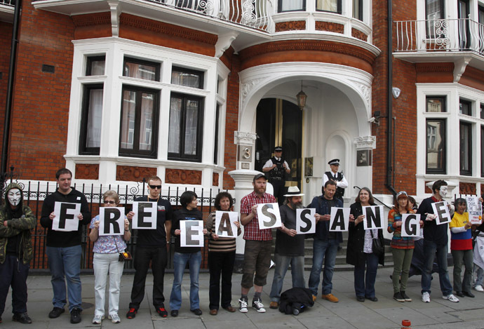 Supporters of WikiLeaks founder Julian Assange stand outside Ecuador's embassy in central London June 16, 2013. (Reuters/Chris Helgren)
