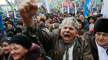 Thousands hit Kiev streets in rival rallies as mayor suspended over protest crackdown