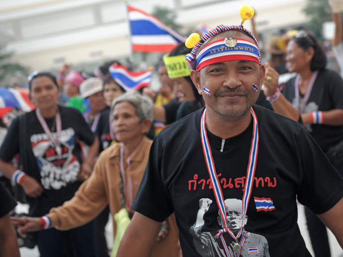 Thai anti government protesters dance as they rally at Government Complex in Bangkok on December 8, 2013 (AFP Photo / Pornchai Kittiwongsakul)