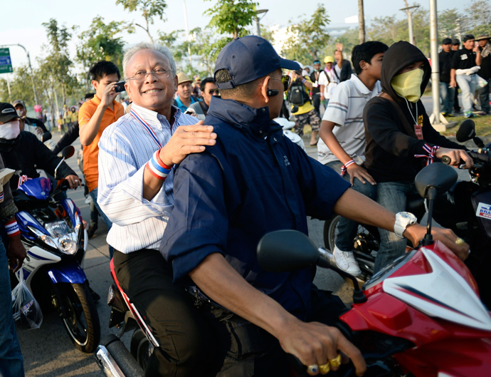 Protest leader Suthep Thaugsuban rides on the back of a motorcycle among anti-government protesters during a rally in Bangkok December 9, 2013. (Reuters / Dylan Martinez)