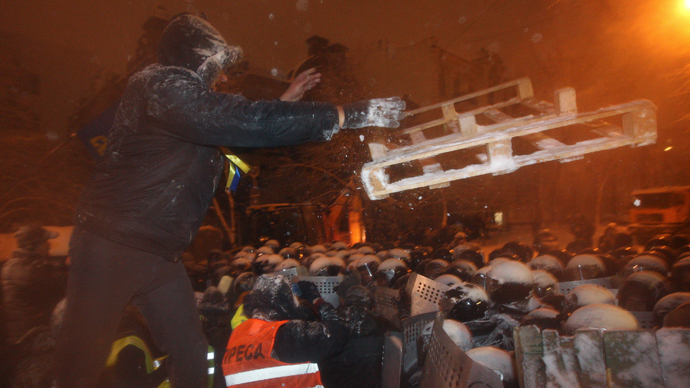Police dismantle barricades in Kiev as tensions run high