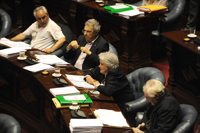 Uruguayan Senator Lucia Topolansky (C) votes to approve a law legalizing marijuana in the Legislative Palace in Montevideo, on December 10, 2013 (AFP Photo/Miguel Rojo)
