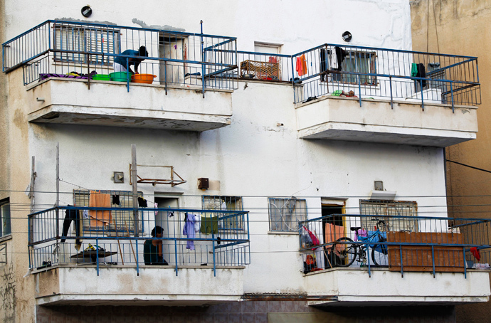 African migrants stand on their balconies at an apartment block in south Tel Aviv (Reuters / Amir Cohen)
