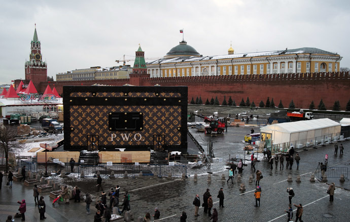 A Louis Vuitton suitcase pavilion installed on Red Square is dismantled. (RIA Novosti/Sergey Pyatakov)