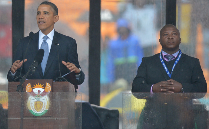 In this picture taken on December 10, 2013 US President Barack Obama delivers a speech next to a sign language interpreter (R) during the memorial service for late South African President Nelson Mandela at Soccer City Stadium in Johannesburg. (AFP Photo / Alexander Joe)