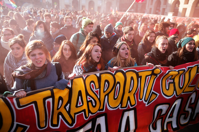 Students protest against the local government in downtown Turin on December 14, 2013. (AFP Photo / Marco Bertorello)