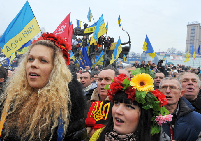 Ukrainian opposition supporters gather at a mass rally on Independence Square in Kiev on December 15, 2013. (AFP Photo / Viktor Drachev)