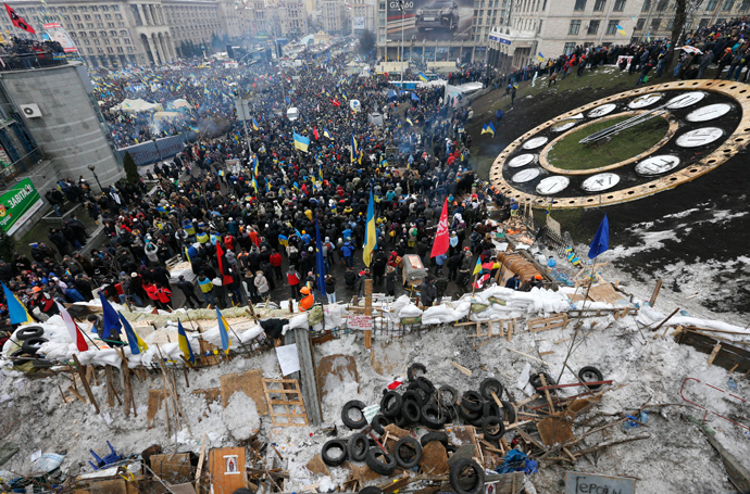 Pro-European intergration protesters stand behind a barricade at Independence Square in Kiev December 15, 2013. (Reuters / Alexander Demianchuk)